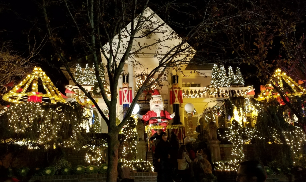 Dyker Heights Giant Santa